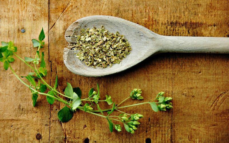 make-own-dried-herbs-ftr1
